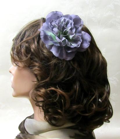 Monisävyinen lilahtava hiuskukka klipsillä
