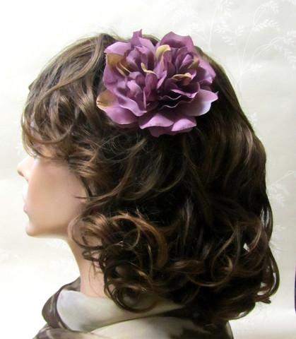 Monisävyinen kanervan värinen hiuskukka klipsillä