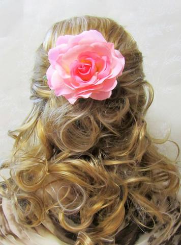 Pukukukka/Hiuskukka Vaaleanpunavalkoinen Ruusu