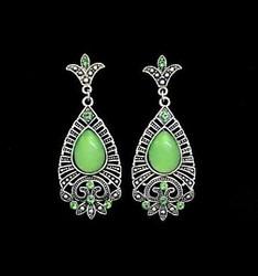 Kauniit korvakorut kuultavalla vihreällä