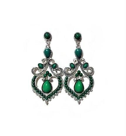 Vihreät antiikkihopean väriset korvakorut helmikoristelulla