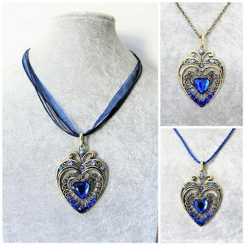 Iso kaunis pronssinvärinen sydänkaulakoru sinisillä tekojalokivillä.