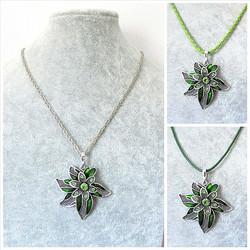 Kaunis vihreä kukkakaulakoru