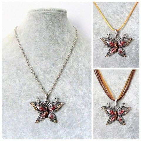 Kaunis hopeanvärinen punaisenruskea perhoskaulakoru