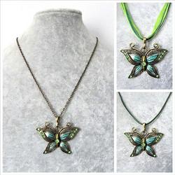 Kaunis pronssinvärinen vihreä/turkoosi perhoskaulakoru
