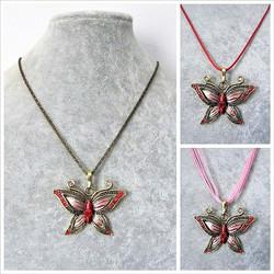 Kaunis pronssinvärinen vaaleanpunainen/punainen perhoskaulakoru