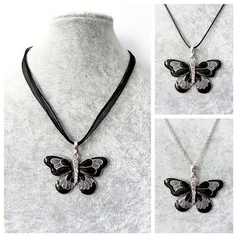 Kaunis mustaharmaa perhoskaulakoru
