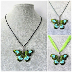 Kaunis vihreä perhoskaulakoru
