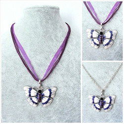 Kaunis kupera violettivalkoinen perhoskaulakoru
