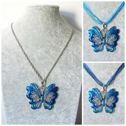 Iso sininen perhoskaulakoru, tribaalikuvioilla ja koristekristalleilla