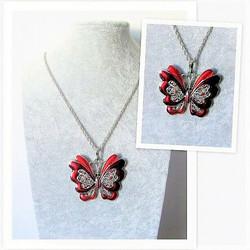 Iso punainen perhoskaulakoru