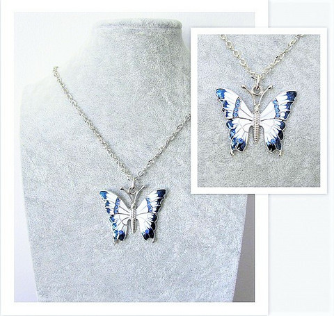 Todella upea ja laadukas sinivalkoinen perhoskaulakoru