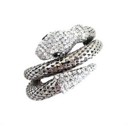 Upea hopeanvärinen käärmerannekoru kristalleilla