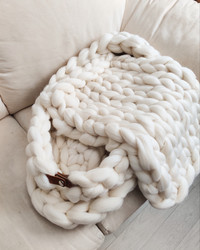 Chunky knit open-ended babynest