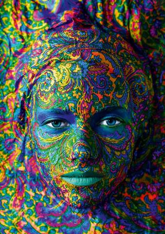 Bluebird Portrait of Woman palapeli