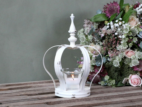 Crown candleholder antique white