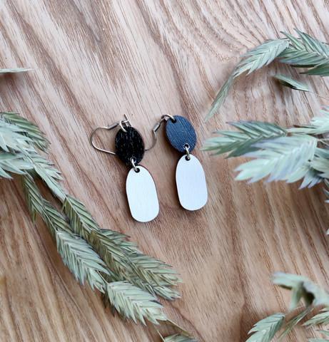 Kaksikko-korvakorut musta+ valkoinen