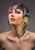 Timanttinen hiustenvärjäys (lyhyet hiukset)