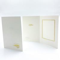 Kultainen ylioppilaslakki ja ruusut - kiitoskortti