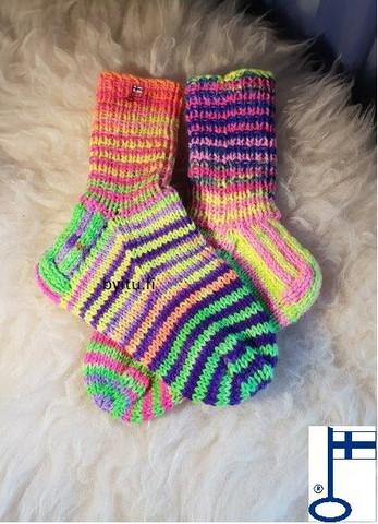 Itu sukat Randomraidat Neon se on väriä lisää väriä N33-34