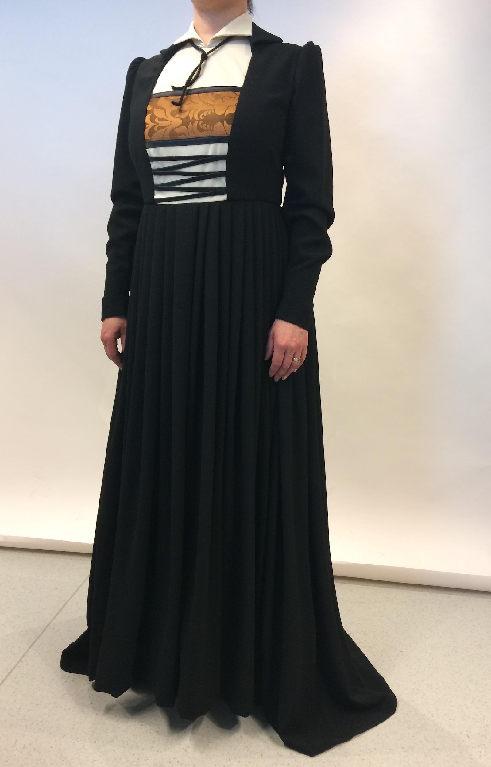 Urkuyö ja Aaria -festivaalin vuoden 2017 Luther -oopperan Katharina von Boran puku. Ooppera sijoittuu keskiajalle Saksan Wittenbergiin 1500-luvulle.