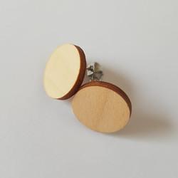 Pyöreä nappikorvakoru, puu