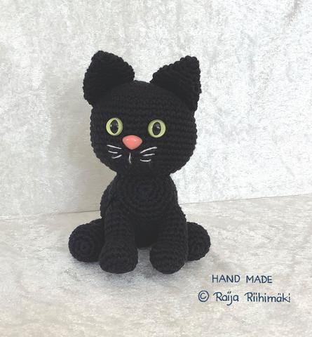 Virkattu musta kissa