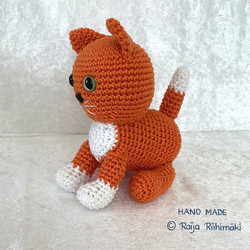 Virkattu  oranssi kissa