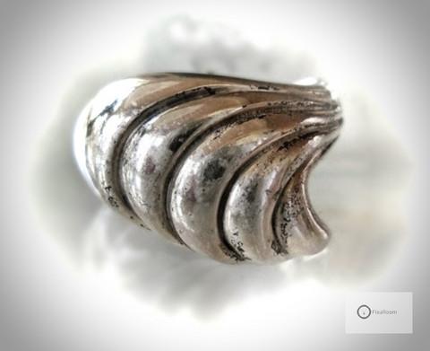 Vanha Hopeasormus Kierteet