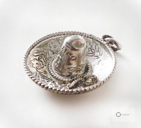 Vanha Hopeariipus Sombrero