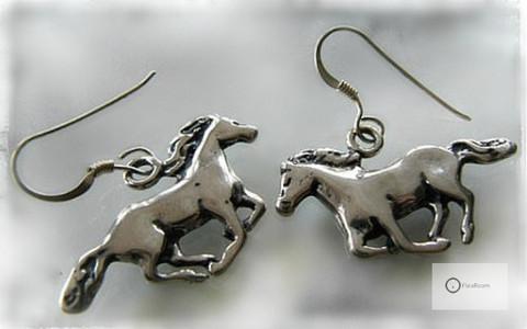 Hopeakorvakorut Laukkaavat Hevoset