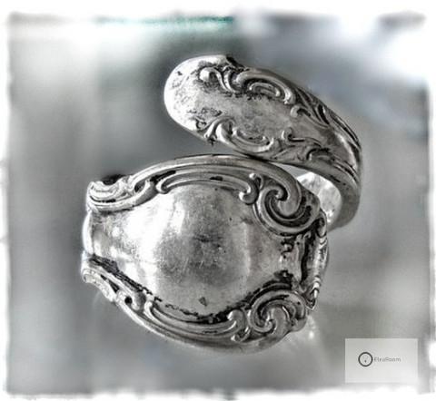 Vanha Hopeasormus / Lusikkasormus