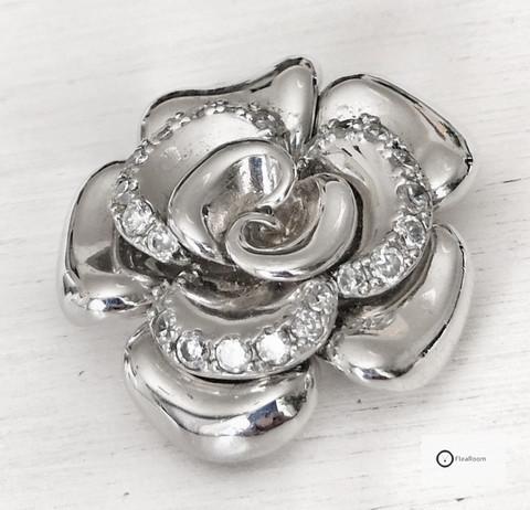 Hopeariipus Ruusu & Zirkoniat