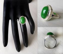 Hopeasormus Suuri Vihreä Kivi