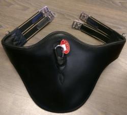 Cheval panssari, musta