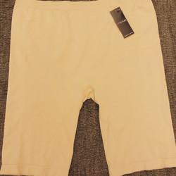 Pitkälahkeellinen housu Missya Lucia long shorts