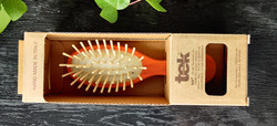 TEK Small oval hair brush with short wooden pins Orange