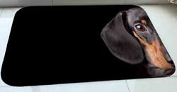 Lk mäyräkoira-aiheinen matto 50x120 cm, musta