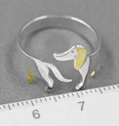 Sterling-hopea sormus, mäyräkoira