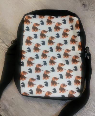 Laukku, kk mäyräkoira piirretty