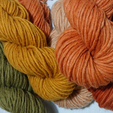 Unelma fluffy lamb´s wool yarn, 50g, plant-dyed