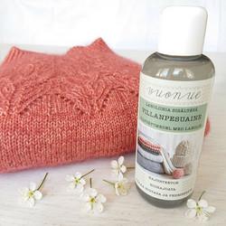 Wool detergent with lanolin