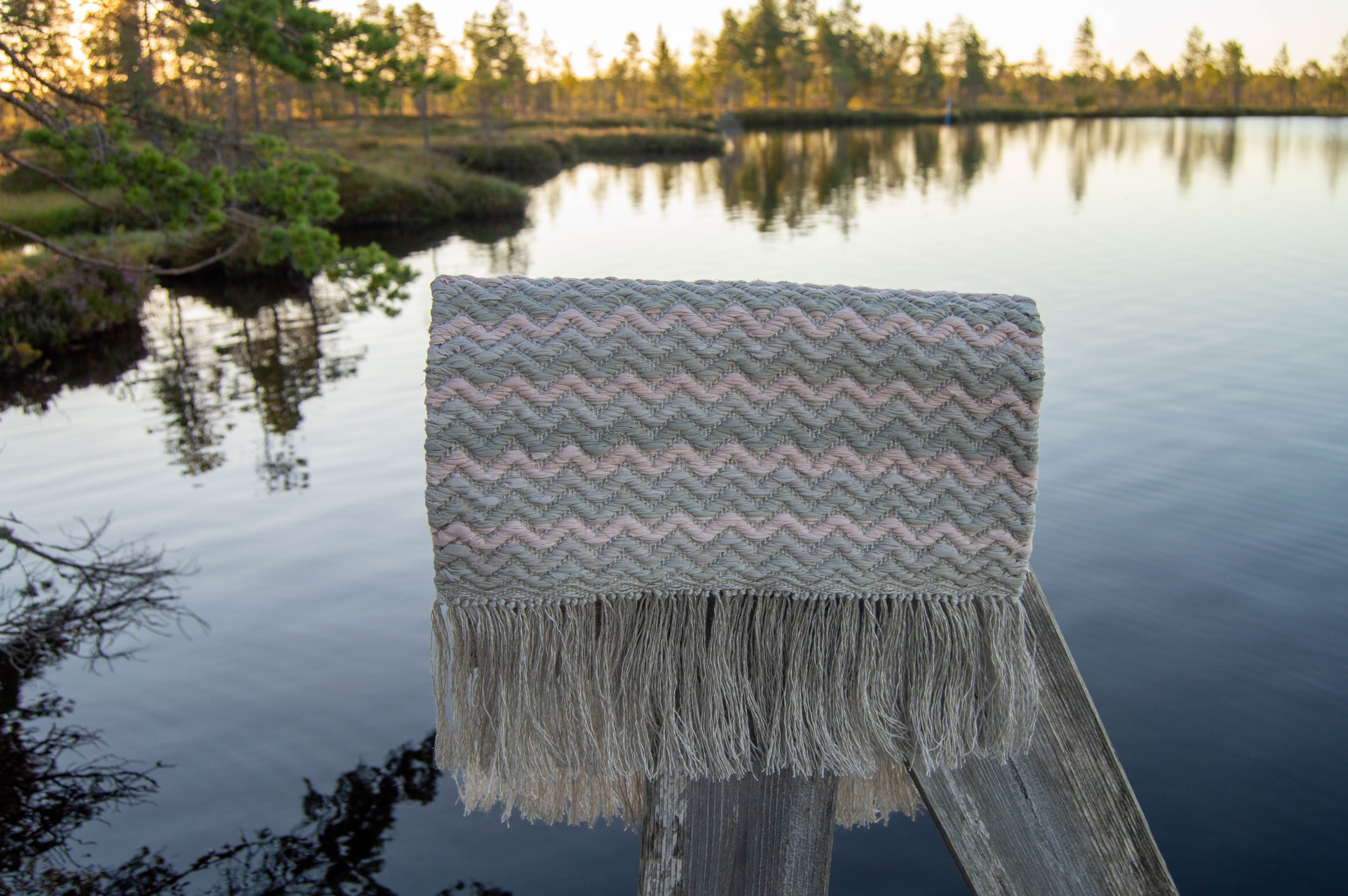 Kasvivärien kestävyys ja luonnonvärjätyn tekstiilin hoito