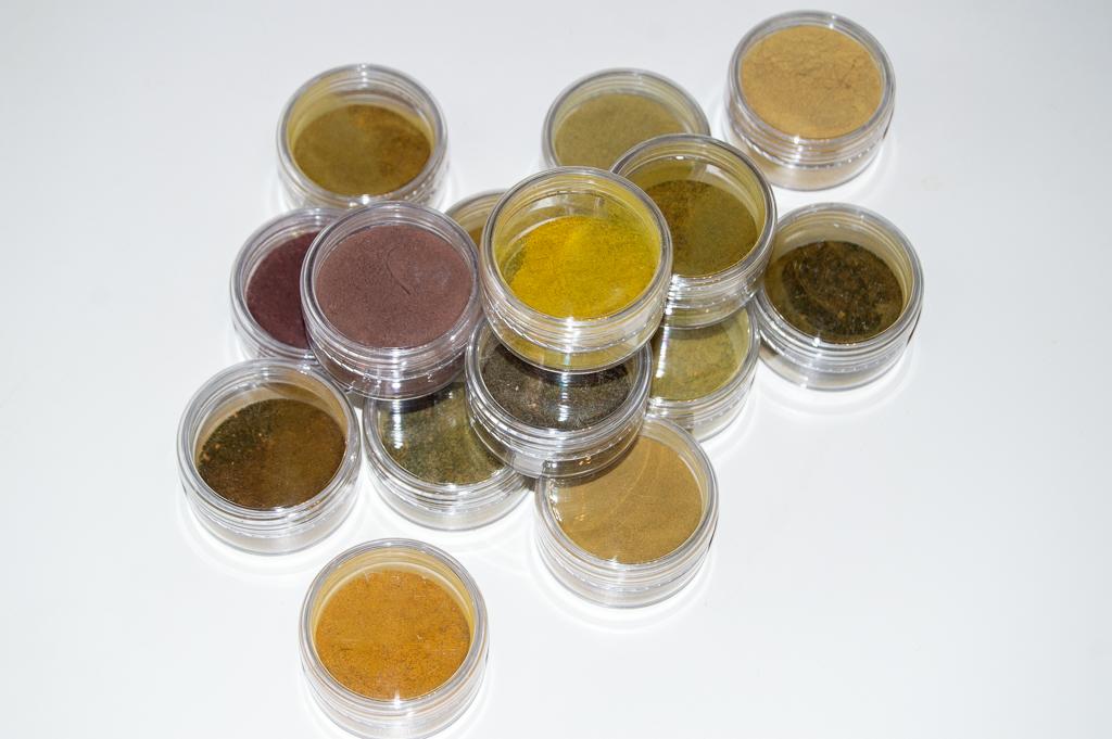 Näin valmistat pigmenttijauheita luonnonväriliemestä