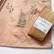 Painopastapakkaus kasvivärjätyn kankaan kuviointiin