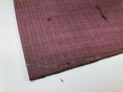 Purple heart-kansi tasakantiseen kitaraan tai bassoon.