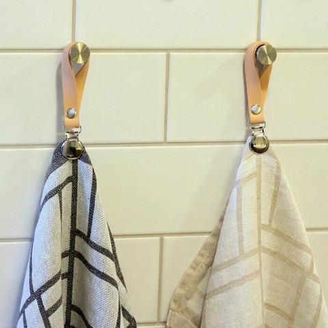 Pyyheripustin 2 kpl - nahkaiset pyyhenipsut nimellä tai tekstillä