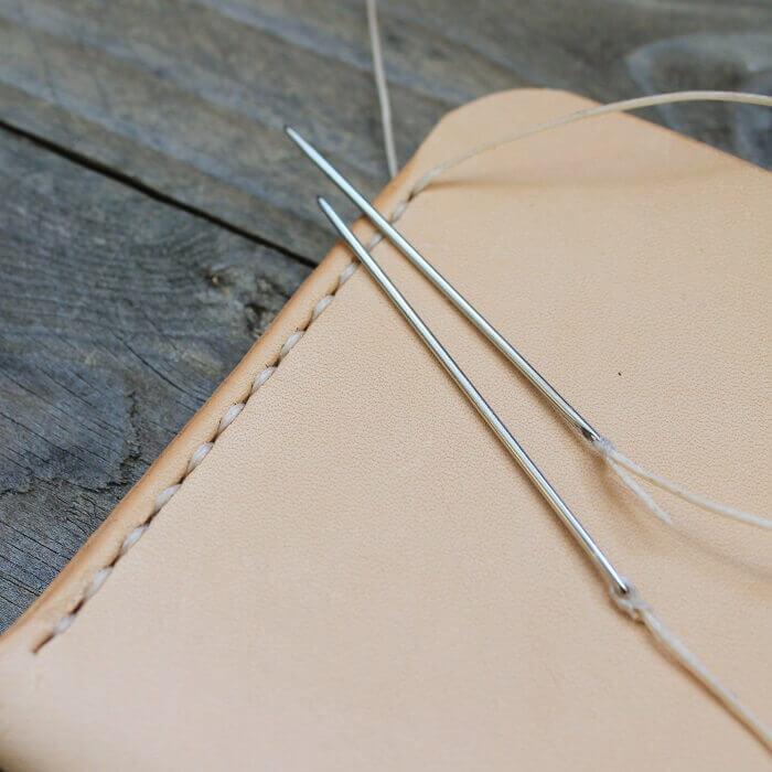kasin-ommeltu-satulatikkaus-saddle-stitch