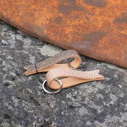Lohennahkainen avaimenperä Fisu