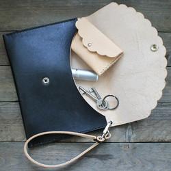 Kirjekuorilaukku Hilla, musta